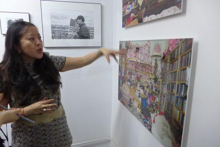 余红碧讲述唐人街早年一家庭的收藏。