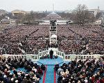 """川普在就职演说中说,将""""一切以美国为优先"""",要打造更坚强的国界、更强盛的贸易,并且对抗""""伊斯兰恐怖主义""""。当天国会山人山人海,估计有数十万人现场观礼。 (Photo by Scott Olson/Getty Images)"""