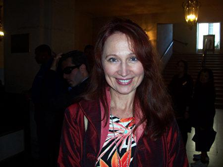 商務教練Elana Korsakova表示,神韻是必看的演出。(周容/大紀元)