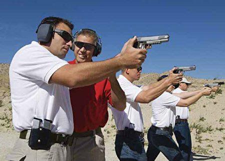 建立枪支安全意识,对生活在美国的华裔民众有越来越重要的趋势。(Shutterstock)