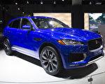 2015洛杉磯車展11月21日至30日在洛杉磯會展中心展出。圖為 Jaguar F-PACE。(季媛/大紀元)