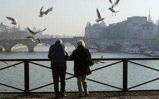 研究認為,遠離互聯網可以降低離婚率。 (PATRICK KOVARIK/AFP/Getty Images)