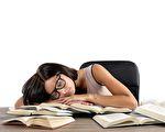如果迫不得已熬夜,一些方法可帮你迅速恢复精力、回到正轨。(fotolia)