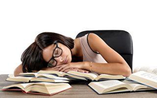 如果迫不得已熬夜,一些方法可幫你迅速恢復精力、回到正軌。(fotolia)