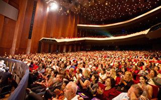 2016年12月26日,神韵国际艺术团在美国德州休斯顿的两场演出大爆满。图为晚场演出剧院爆满的盛况。(戴兵/大纪元)