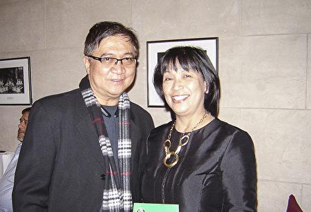 網路科技公司營運長Rex Gacad和妻子Marisa。(楊少玉/大紀元)