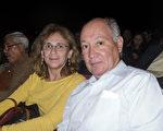 1月2日下午,美國電信巨頭AT&T工程師Sergio Parokin先生攜夫人一同觀看了神韻在美國德州休斯頓的瓊斯表演藝術劇院的演出,深深被神韻演出的精神內涵所震撼,他說「神韻令我感動,我多次落淚,她觸動了我的心靈。」(蘇菲/大紀元)