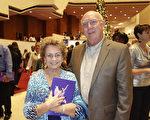 Don Clapp先生和夫人Nancy稱讚2017年元月2日晚休斯頓的神韻演出「寓言般美妙!」(余欣然/大紀元)