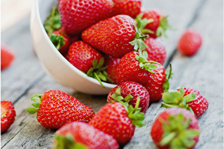 完美的夏季時令水果——草莓。(alisalipa/Shutterstock)