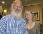 2017年1月3日,Terry Grantham和太太Cam Lucas一起觀看了神韻北美藝術團在美國佛州傑克遜維爾的首場演唱。(麥蕾/大紀元)
