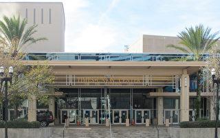1月4日晚,神韵北美艺术团在美国佛罗里达州杰克逊维尔的时代联合表演艺术中心的演出完美落幕。(麦蕾/大纪元)