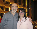 来自Gatineau的Simon Gerard先生夫妇看完神韵演出后,表示这是独一无二的演出,明年一定还要再来看神韵。(甄秀欣 / 大纪元)
