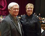退休军医Wayne Lee和太太Claire Lee于2017年1月8日晚在加拿大首都渥太华国家艺术中心(NAC)观看了神韵演出。Lee先生表示,神韵是祖先留下的文化,应该代代相传。(戴思慧/大纪元)