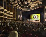 2017年1月8日下午,神韵世界艺术团在加拿大首都渥太华的国家艺术中心(National Arts Centre, NAC)的演出再传票房佳话,主办方打开原本因无法看到全部背景天幕封闭的座位满足观众需求后,仍一票难求。(艾文/大纪元)