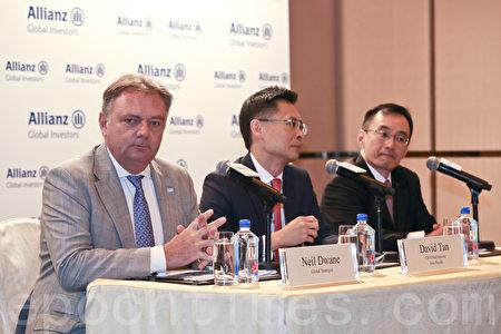 左起:安联投资环球投资策略师杜纳恩、安联投资亚太区债劵投资总监陈清顺、安联投资亚太区股票首席投资总监陈致强。(余钢/大纪元)