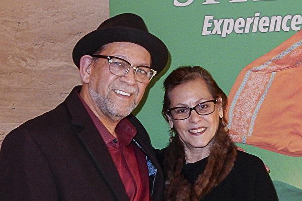 获格莱美奖提名音乐家Angel Justiniano先生与从事娱乐商业制作的太太Alicia Justiniano,1月12日晚观看了神韵国际艺术团在纽约林肯中心大卫寇克剧院的演出,赞叹神韵演出是顶级之作。 (卫泳/大纪元)