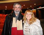 设计和生产高级橱柜公司CEO Beauchamp先生和太太Trembly女士1月12日晚观看了蒙特利尔的首场神韵演出。(滕冬育/大纪元)