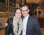 德國公司Pfinder北美總經理Dimitri Podcerob與女朋友Claudia de la Rosa感嘆中華文化的恢弘。(楊漢民/大紀元)