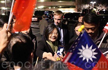 中华民国总统蔡英文1月13日晚抵达旧金山湾区。(李霖昭/大纪元)