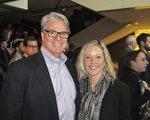 2017年1月14日下午,營銷宣傳企業主George Fergus和前芭蕾舞蹈教師Theresa Masek一起觀看了,神韻北美藝術團在亞特蘭大科布能源中心劇場的演出。(楊漢民/大紀元)