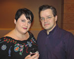 Stephanie Butler和先生John Butler一起觀賞神韻在亞特蘭大的第四場演出。(楊漢民/大紀元)