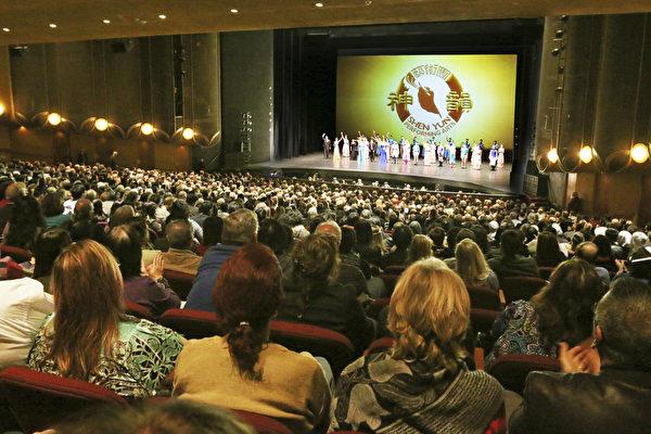 1月14日下午和晚间,圣荷西表演艺术中心又迎来一天两场连续爆满加座的演出盛况。(周容/大纪元)