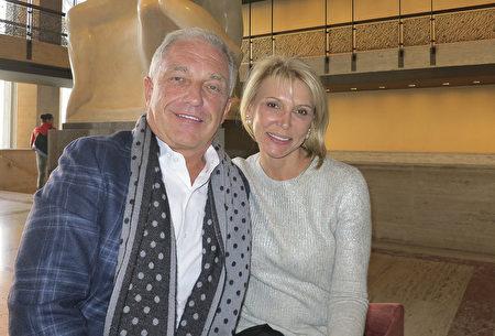 2017年1月15日,房地產經紀人Alina Green女士與丈夫Bob Green在紐約林肯中心的神韻演出現場。(林南宇/大紀元)