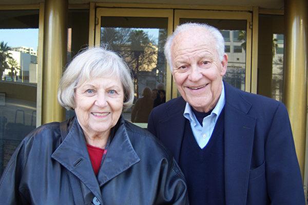 Marilyn和Ed Johnson夫妇观看了神韵纽约艺术团1月15日下午在圣荷西表演艺术中心的最后一场演出,走出剧院夫妇倍感惊喜。(于丽丽/大纪元)