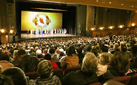 1月15日,神韵在圣荷西的最后一场演出达到高潮,当天的演出爆满,座无虚席。(周容/大纪元)