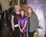 Jeana Nash女士带着女儿Emma Nash和母亲Cindy Nash一同观看神韵纽约艺术团在圣地亚哥七场演出的第二场。(方圆/大纪元)