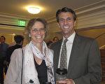 法律公司总裁Edward Fenno先生和当过芭蕾舞演员的太太一起观看了1月18日神韵演出。(麦蕾/大纪元)