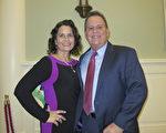 南卡州一家资金公司的区域业务发展经理Robert Drury 与Elizabeth Bartlett女士观看了18日晚的神韵演出。(林南宇/大纪元)