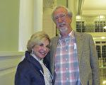 Dorree Lynn女士和未婚夫Charles Hatch先生觀看了1月18日查爾斯頓的神韻演出。 (麥蕾/大紀元)