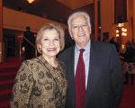 Virgilio Sandoval 先生和妻子Jeannine Sandoval,在朋友的推薦下前來觀看神韻演出。(李辰/大紀元)