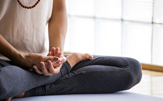 正念可以幫助打破我們似乎克服不掉的壞習慣。(Luna Vandoorne/Shutterstock)
