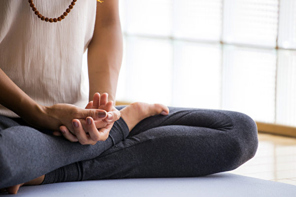 正念可以帮助打破我们似乎克服不掉的坏习惯。(Luna Vandoorne/Shutterstock)