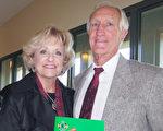 Mike Burner是前圣地亚哥消防局副局长,1月19日下午,他和太太观看了神韵在圣地亚哥的第三场演出。他称赞神韵恢复传统文化并将其展现给世人。(杨婕/大纪元)