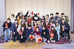 華研國際音樂旗下藝人參加17日尾牙宴的合照。(華研提供)