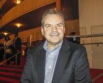 公司总裁Mark Nelligan先生观看了神韵国际艺术团1月19日晚在肯尼迪中心的第3场演出。(李辰/大纪元)
