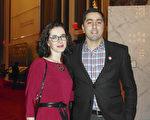 来自格鲁吉亚的Irakli Saralidze先生与Asea Ginsburg 女士期盼神韵能到格鲁吉亚演出。(萧恩/大纪元)