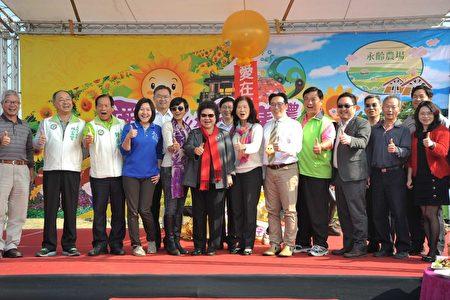 高雄市长陈菊20日邀请全国民众农历过年来杉林、美浓赏花海。(高市府提供)