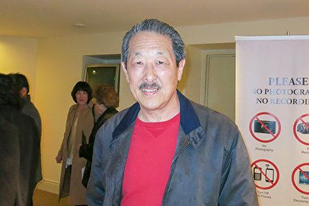 华裔平面设计师Calvin Woo从神韵晚会中看到对中国文化和哲学的非常好的诠释。(李旭生/大纪元)
