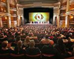 神韵纽约艺术团本季巡演在圣地亚哥的第四场演出1月20日晚在加州艺术中心举行,一票难求。(季媛/大纪元)