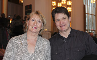 Janet Budzyna女士1月21日下午在华府肯尼迪中心欣赏到了神韵。(萧恩/大纪元)