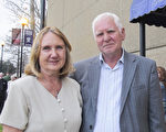 Aldydas Donauskas先生和太太一同观看了1月21日神韵在新奥尔良的演出。(麦蕾/大纪元)