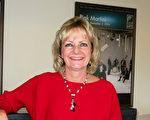Candice Dodge是一位成功的房地产商,并从事儿童书的创作,她观看了下午场的表演后,表示欣赏演出中的很多层面互相呼应。(李旭生/大纪元)