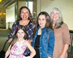 河滨县的政府雇员Maria Boodman陪同两个女儿和妈妈Lucy Gulumello一起来观看1月21日下午场的神韵演出。(李旭生/大纪元)