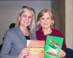 有40多年授课经验的钢琴老师Kathy Roskelley和女儿Michelle Milne观看了1月20日下午在美国艾斯康迪都加州艺术中心的神韵晚会。(李旭生/大纪元)