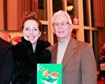 Jessica Homa和父亲一起来看神韵,她说曾去过中国四次,但是从未看过像神韵这样美的演出。(亦平/大纪元)