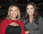 Lindsey Grubbs和母亲Claudia Grubbs一起观看了1月21日晚神韵纽约艺术团在圣地亚哥的演出。(杨婕/大纪元)